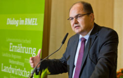 The German Federal Minister of Food, Christian Schmidt (of the conservative party CSU) wants to halve food waste by 2030. Photo: BMEL/photothek/Michael Gottschalk