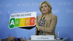 Federal Minister Klöckner with Nutri-Score label.