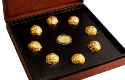 The gold-coated chocolate pralines of Swiss chocolatier Delafee are among the most expensive confectionary in the world. In a limited edition this exquisite chocolate box even comes with a golden coin