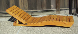 Inviting you to while away your time: sunbed from re-worked Euro pallets. Photo:  scrapmaster / instructables.