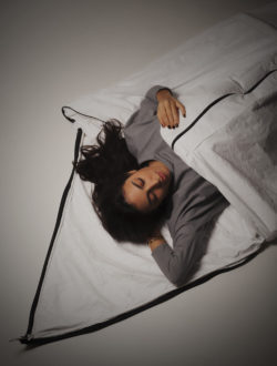 Even personal protective equipment and sleeping bags for the homeless and refugees can be manufactured from the flexible Tyvek® material. Photo: DuPont / http://tyvek-blog.materialconcepts.com